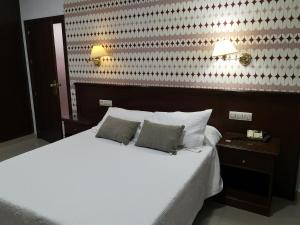 A bed or beds in a room at Hotel Veracruz