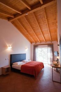 A bed or beds in a room at Vilafoia