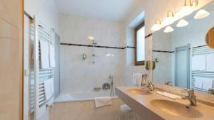 A bathroom at Family Resort Rainer