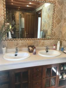 A bathroom at Apartamentos Turísticos Tronca Luxury