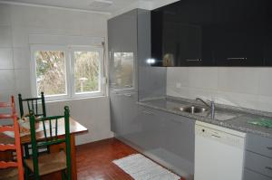 A kitchen or kitchenette at Bica House