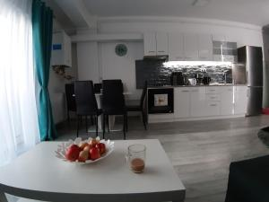 A kitchen or kitchenette at Noble Home Apartments