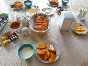 Breakfast options available to guests at Rahat Guesthouse
