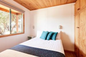 A bed or beds in a room at Torquay Foreshore Caravan Park