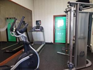 The fitness center and/or fitness facilities at Shilo Inn Suites Salem