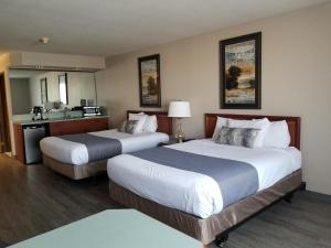 A bed or beds in a room at Shilo Inn Suites Salem