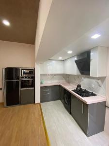 A cozinha ou cozinha compacta de Cozy Old City Apartment