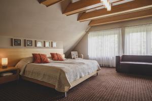Łóżko lub łóżka w pokoju w obiekcie Hotel Kozi Gród