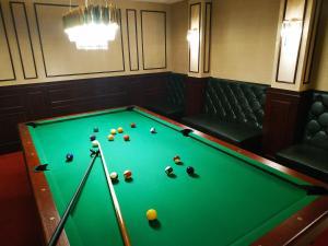 A pool table at Hotel Splendor