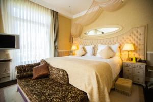 A bed or beds in a room at Excelsior Hotel & Spa Baku