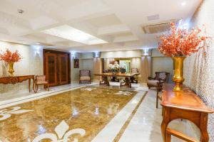 O saguão ou recepção de Golden Lis Hotel Boutique