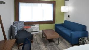 A seating area at Holiday Inn Express & Suites - Orlando At Seaworld, an IHG Hotel