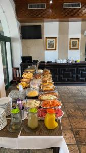 Breakfast options available to guests at Pousada Convento do Carmo