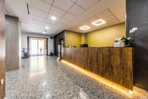 The lobby or reception area at Hotel Rosaleda del Mijares