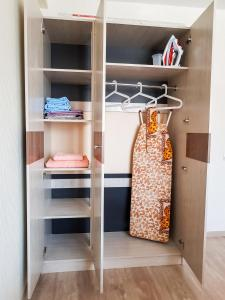 A bunk bed or bunk beds in a room at Апартаменты Кристалл на Машиностроителей 49а