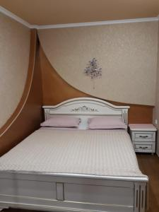 A bed or beds in a room at Comfortable Apartment