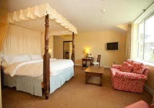 A bed or beds in a room at The Dunraven, Adare