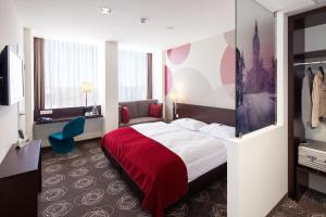 A bed or beds in a room at Webers - Das Hotel im Ruhrturm