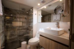 A bathroom at Casa Verano Beach Hotel - Adults Only
