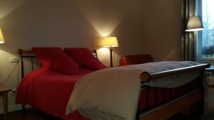 A bed or beds in a room at LE SAINT MAMET D'EUX