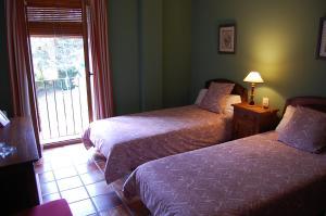 A bed or beds in a room at Hotel Moli de l'Hereu