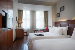 A bed or beds in a room at Hanoi E Central Hotel