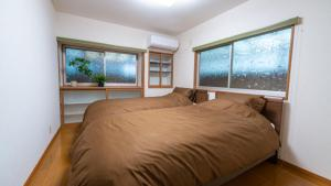A bed or beds in a room at 三軒茶屋の戸建て住宅快適なシモンズベッド採用の宿