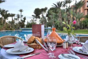 A restaurant or other place to eat at Hôtel Marrakech Le Semiramis