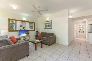 A seating area at Tropical Nites Holiday Townhouses