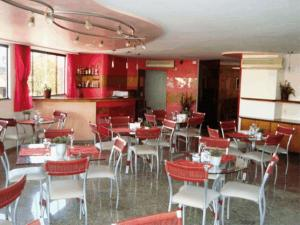 A restaurant or other place to eat at Hotel Rosa Mar
