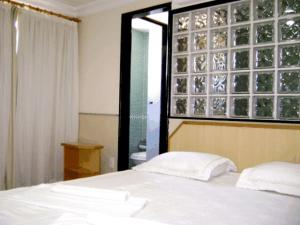 A bed or beds in a room at Hotel Rosa Mar