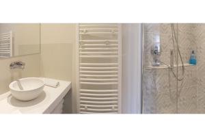 A bathroom at Suite Si Calme