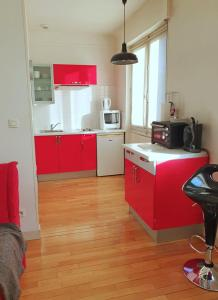 A kitchen or kitchenette at Le Zadig