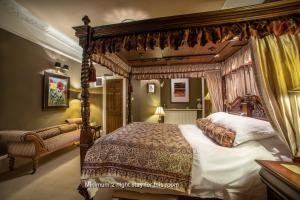 A bed or beds in a room at No 54