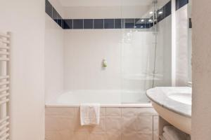 A bathroom at Residhotel Grenette
