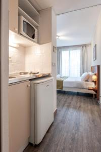 A kitchen or kitchenette at Residhotel Grenette