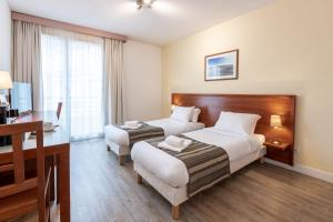 A bed or beds in a room at Residhotel Grenette