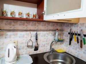A kitchen or kitchenette at Апартаменты Кристалл на пр.Победы 30А