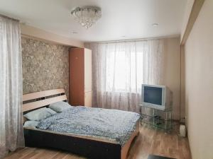 A bed or beds in a room at Апартаменты Кристалл на Пушкина 12