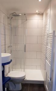 A bathroom at La Maison de Sebea
