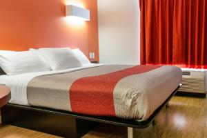 A bed or beds in a room at Motel 6-Headingley, MB - Winnipeg West