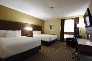 A bed or beds in a room at Victoria Inn Hotel and Convention Center Winnipeg