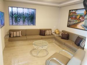 A seating area at Hotel Uzi Mar