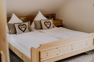 Ein Bett oder Betten in einem Zimmer der Unterkunft Hotel Zur alten Mühle