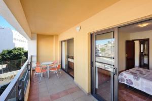 A balcony or terrace at Apartamento AguaMarina Beauty