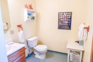 A bathroom at Sea Treasures Inn