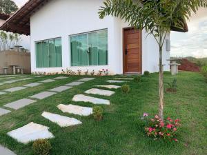 A garden outside Chalés Recanto das Garças