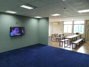 A television and/or entertainment center at QING YUN BACKPACKER LODGE