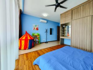 A bed or beds in a room at Green Haven by Tove Global