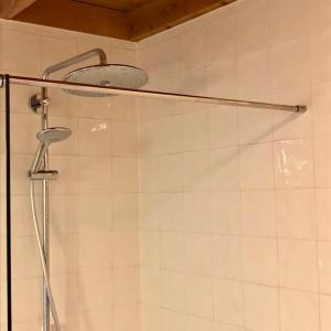 A bathroom at Familiehuis Lytse Miede